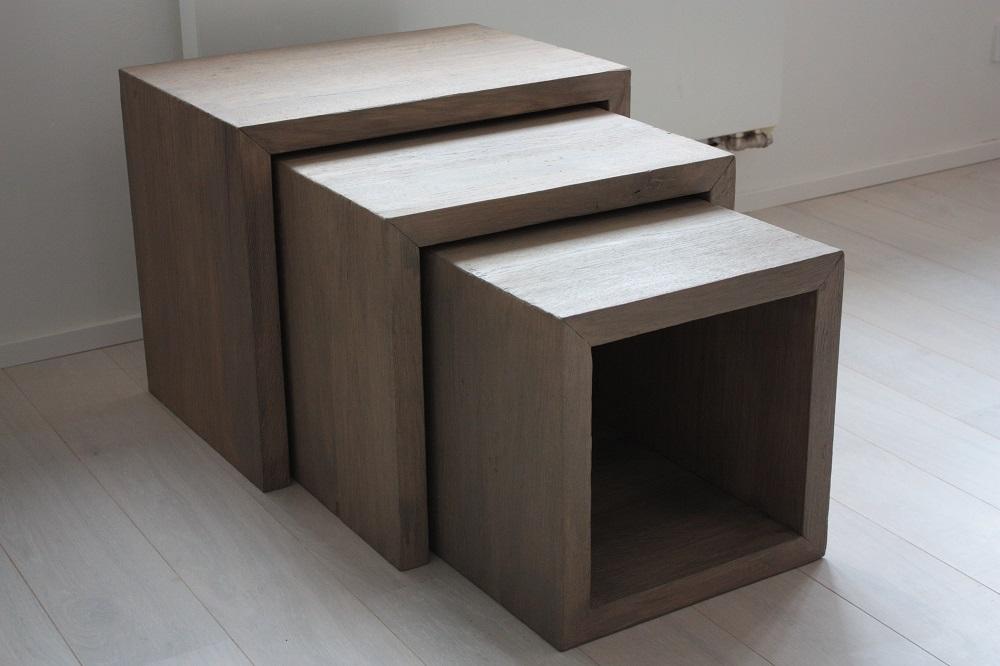 Hnízdový stolek